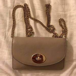 COACH   Turnlock Wallet with Chain